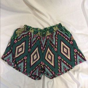 Pattern shorts with pockets